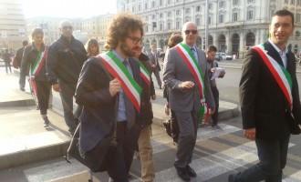I Sindaci del litorale etrusco protestano insieme ai pendolari e ottengono un colloquio con la Dirigenza Trenitalia