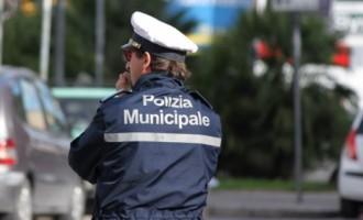 Sicurezza, intervento della polizia locale nel rione Valdambrini
