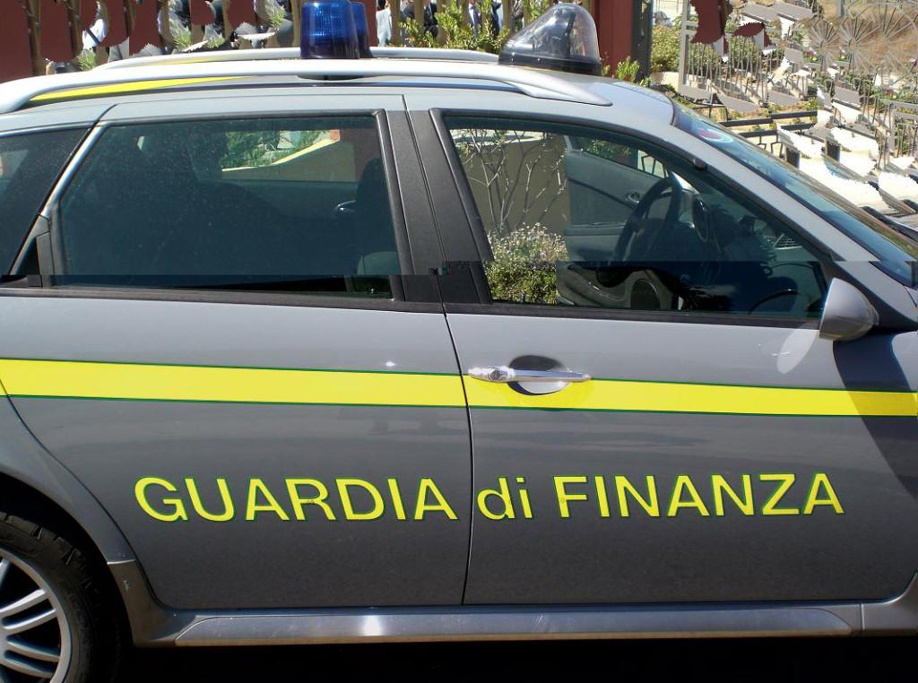 Tarquinia, blitz della Guardia di Finanza scoperto un sistema di sfruttamento di operai in una azienda