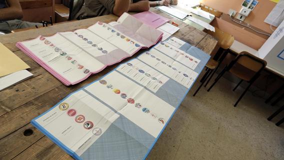 Civitavecchia, affissioni elettorali le critiche di Onda Popolare