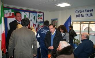 Forza Italia: Ondata di entusiasmo nel primo giorno di raccolta firme per le liste