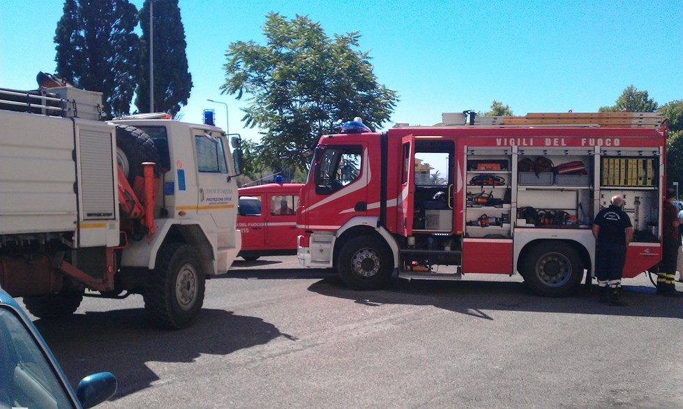 Salvati 30 bambini minacciati dalle fiamme di un incendio sulla Braccianese