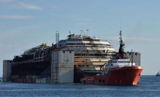 Costa Concordia verso Genova, l'ultima impresa del gigante dei mari