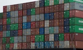 Scarico di fumi eccessivo, la Capitaneria di Civitavecchia dirotta una portacontainer in rada