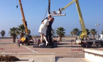 Statua del Bacio di Civitavecchia, i 5 stelle criticano le giunte precedenti