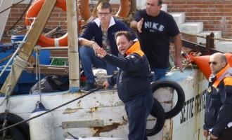 I pescatori bloccano il Porto Canale di Fiumicino