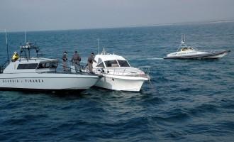 Due persone soccorse in mare dalla Guardia di Finanza