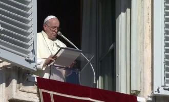 """Papa Francesco, per la pace superare lo """"sfruttamento dell'uomo da parte dell'uomo"""""""
