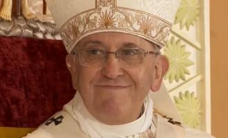 Papa Francesco: messa da record davanti a 7 milioni di fedeli, 'mondo sfigurato da povertà e corruzione'