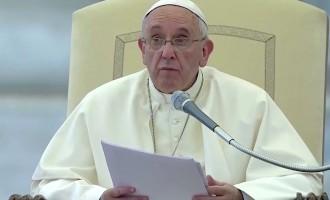 Papa Francesco ai fedeli, 'importante ricordare la data del proprio battesimo'