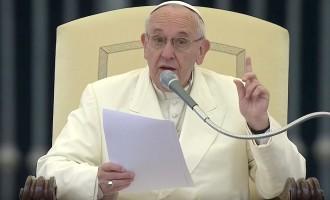 """Papa Francesco: """"quando si consultano oroscopi e cartomanti si comincia ad andare a fondo"""""""