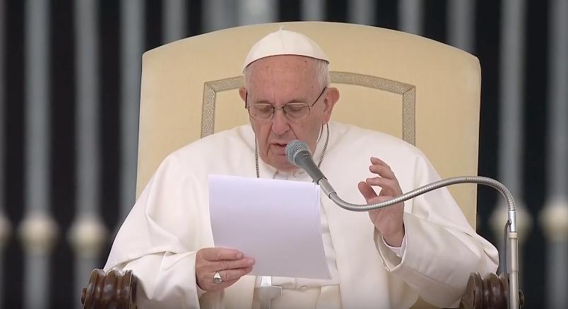 """Papa Francesco alla messa per i migranti: """"Vanno aiutati, per Dio nessuno è straniero"""""""