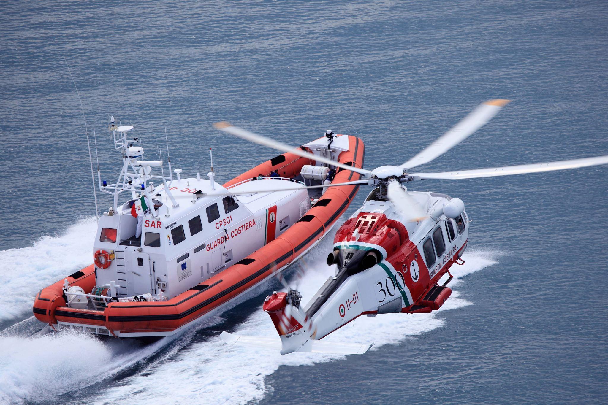 Si stacca una gru da una piattaforma due feriti ed un disperso sul posto la Guardia Costiera