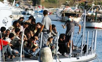 Migranti: anche Aquarius si ferma, stop al traghettamento delle ONG dalla Libia all'Italia