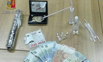 Vantandosi di essere stato nel suo paese un agente della narcotici vendeva shaboo