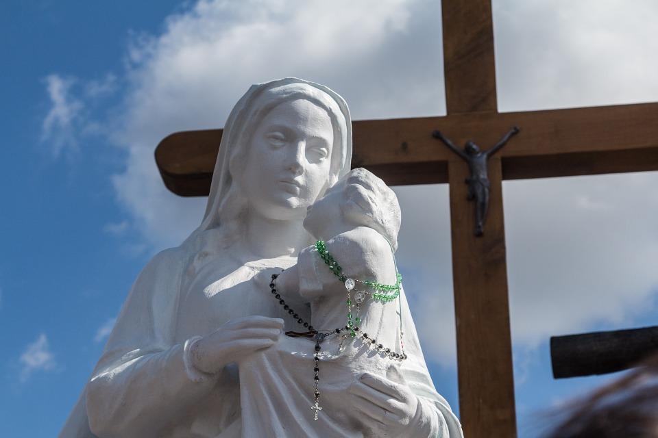 Civitavecchia vive la Festa della Madonna delle Grazie con la processione ai bordi del mare