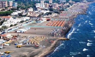 Tarquinia, la Polizia Locale sequestra capi d'abbigliamento e oggetti in vendita sulla spiaggia