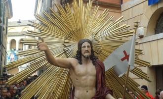 Tutto pronto per la processione del Cristo Risorto