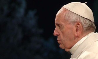 Via Crucis: Papa, 'vergogna per il sangue versato da donne, bambini e immigrati'