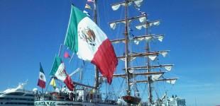 La nave scuola messicana Cuauhtémoc al porto di Civitavecchia
