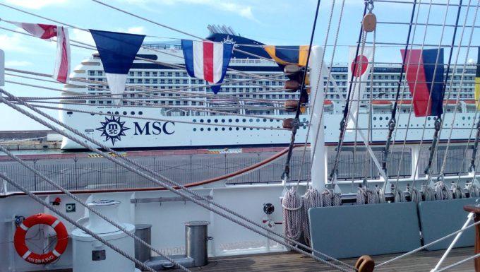 Porto di Civitavecchia, le immagini della nave scuola della marina indonesiana