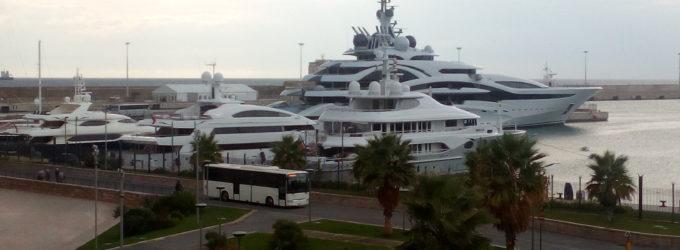Al porto di Civitavecchia il mega yacht dell'emiro del Qatar l'uomo più ricco del mondo