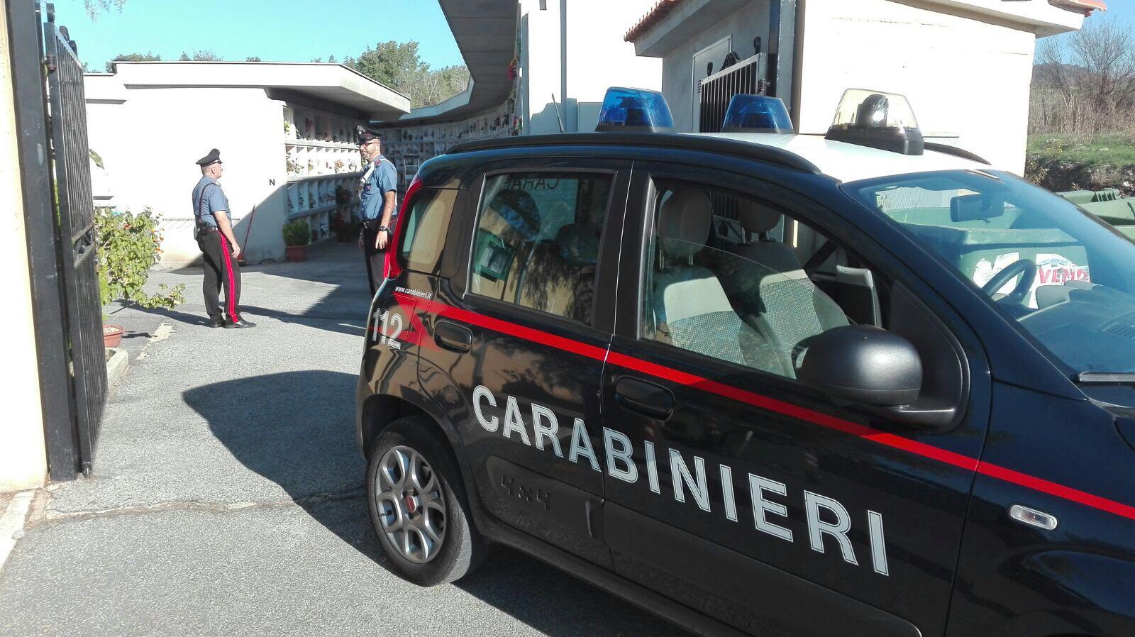 Lancia una pietra al bus di linea e aggredisce i Carabinieri della stazione di Civitavecchia