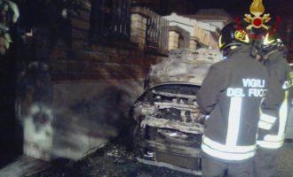 Notte impegnativa per i VVF di Civitavecchia tra un incendio ad un'auto e bombole di GPL