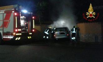 Auto in fiamme a Santa Marinella indagini in corso