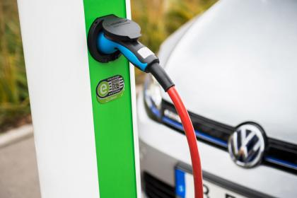 Sbarcano a Civitavecchia le colonnine di ricarica per le auto elettriche
