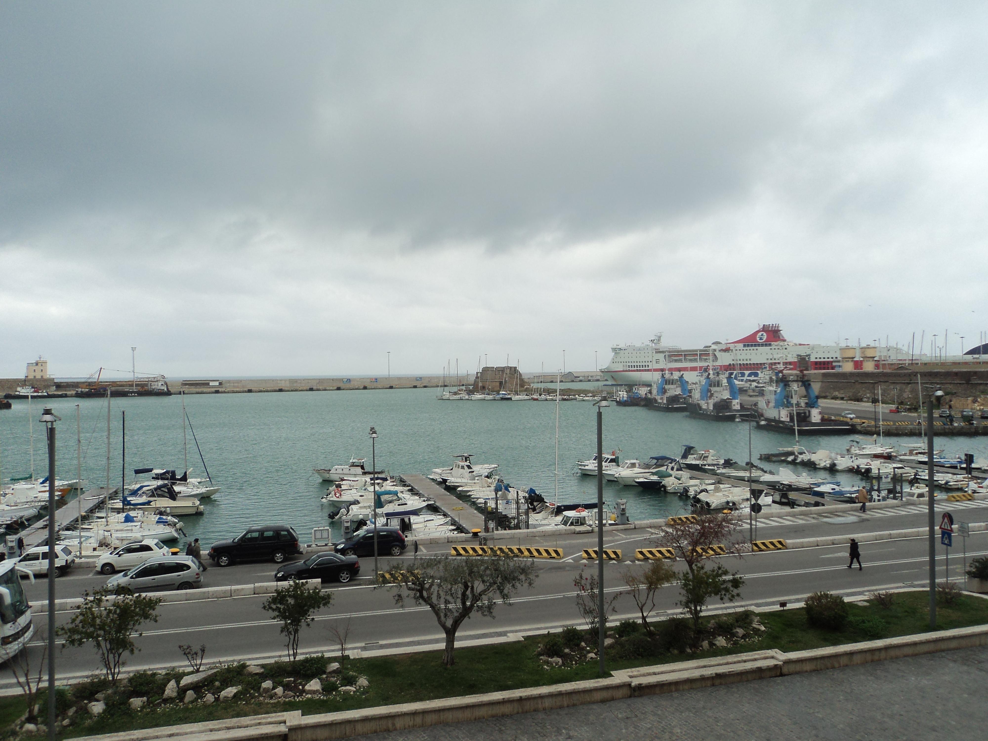A Civitavecchia il Consiglio Comunale dà l'ok ad un'area di controllo delle emissioni navali