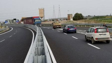 Panico in autostrada per un tir contromano proveniente da Tarquinia e diretto al porto di Civitavecchia