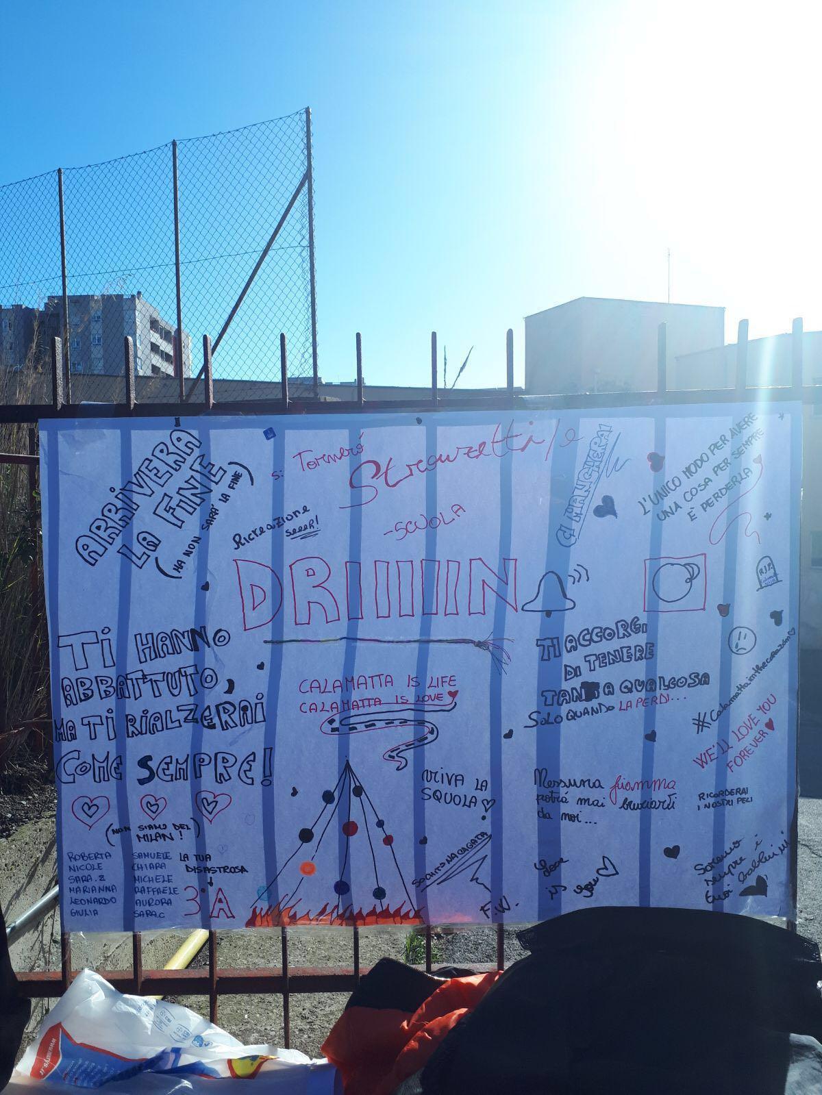 """Il Sindaco Cozzolino: """"Dagli studenti della scuola incendiata un bellissimo messaggio di positività e speranza"""""""