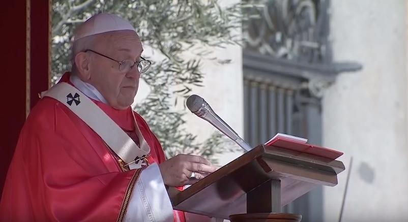 """Papa Francesco parla ai giovani: """"non rimanete in silenzio"""""""
