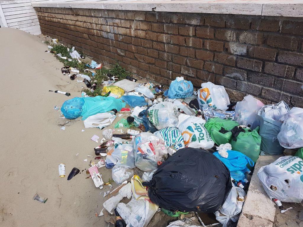 Degrado sulla spiaggia di Passoscuro siringhe e immondizia ad Aranova