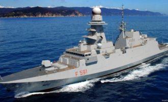 La Fregata Virginio Fasan ormeggiata nel porto di Civitavecchia