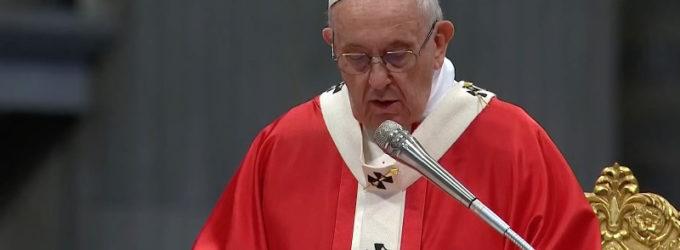 """Papa Francesco, messa della Pentecoste: """"lo Spirito cambia il nostro cuore"""""""