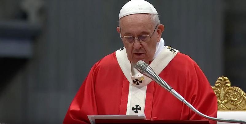 """Il Papa nella festa di Tutti i Santi: non essere solo """"cristiani senza infamia e senza lode"""""""
