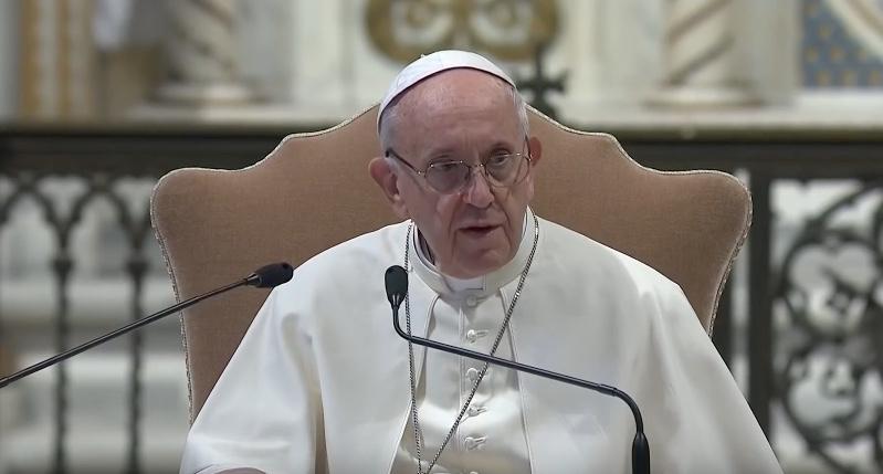 """Papa Francesco inaugura la 'Casa della gioia': """"figli, pregate per i vostri genitori"""""""