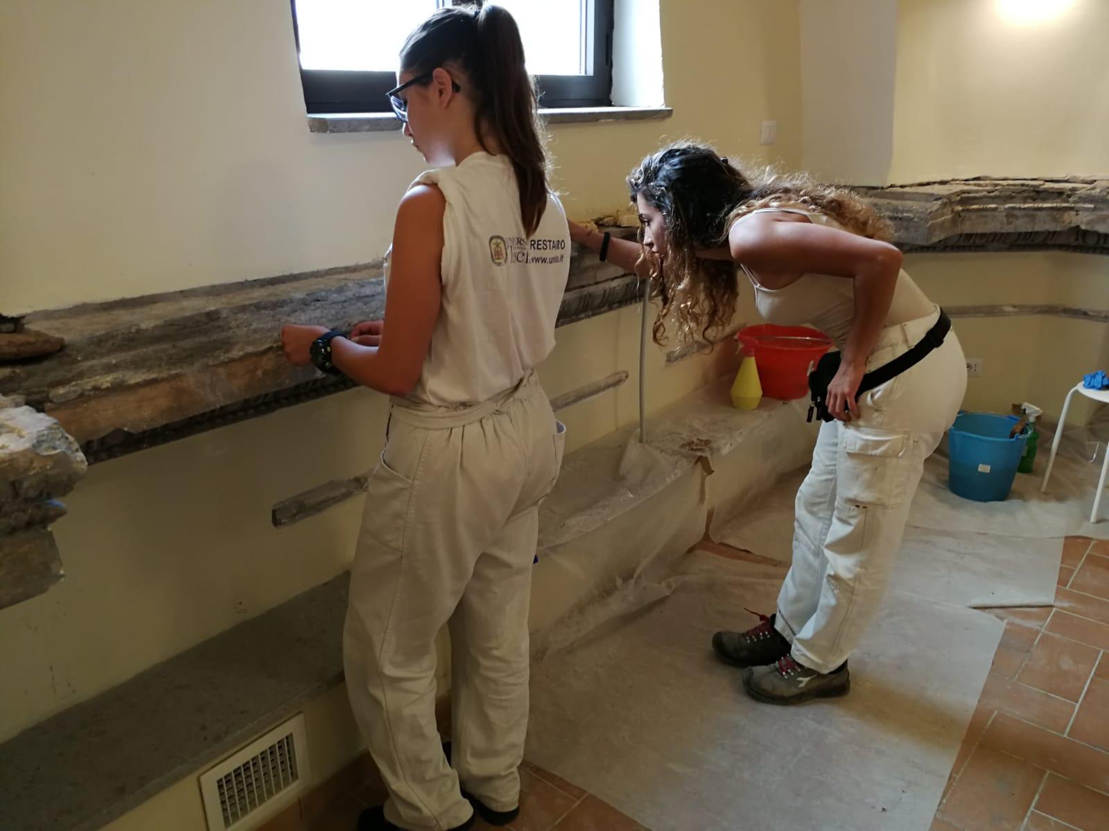 Alla biblioteca dell'UNITUS si recuperano antichi stucchi
