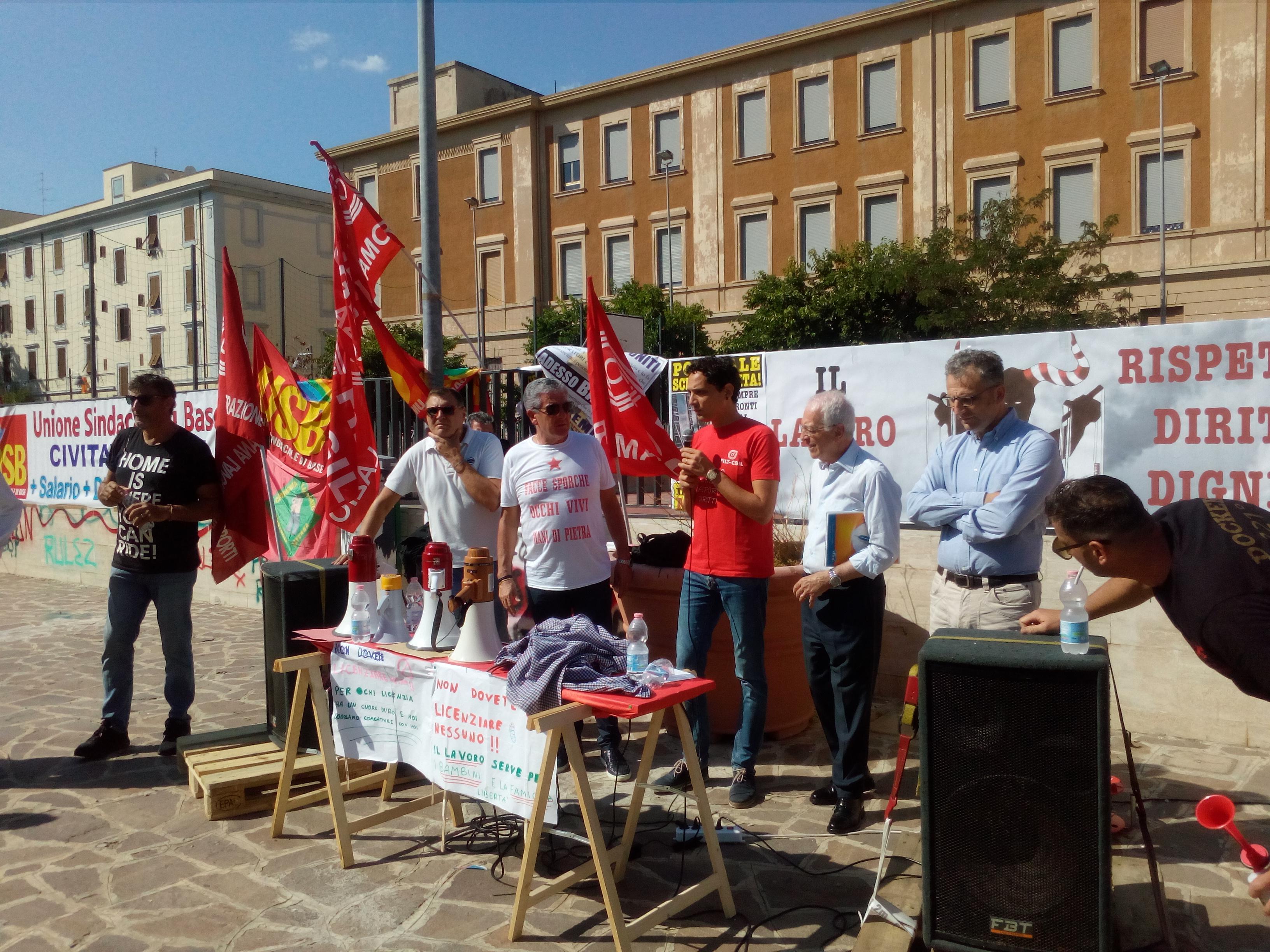 I portuali di Civitavecchia uniti al Pincio per dire NO al bando ENEL sullo scarico del carbone