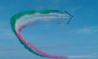 Il cielo di Ladispoli si colora di verde, bianco e rosso grazie alle Frecce Tricolori (le foto)