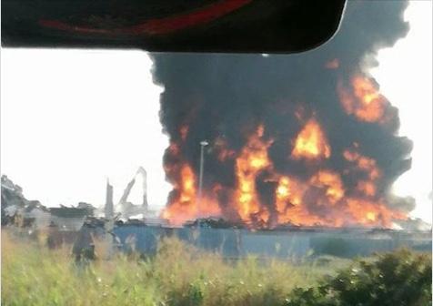 """Incendio alla zona industriale di Civitavecchia ARPA: """"L'analisi non ha evidenziato superamento dei limiti"""""""