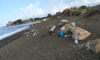 """Santa Severa, al via la pulizia straordinaria della spiaggia """"sabbie nere"""""""