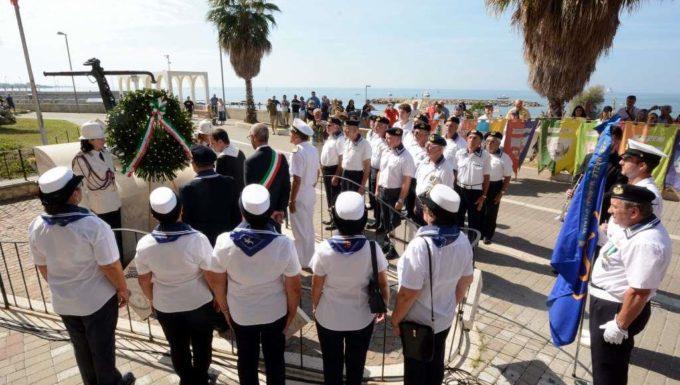 """Civitavecchia, svolta ieri la cerimonia per onorare i """"caduti del mare"""""""