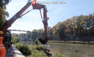 Tevere: dalla Capitaneria di Porto e dalla Regione Lazio il via alla rimozione di 3 relitti