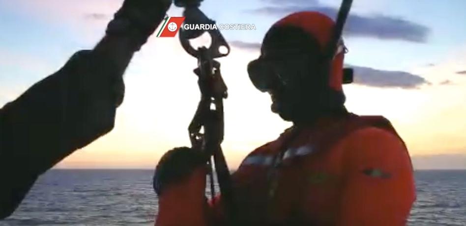 Salvati i due uomini partiti da Porto Ercole e diretti a La Maddalena su un'imbarcazione in legno