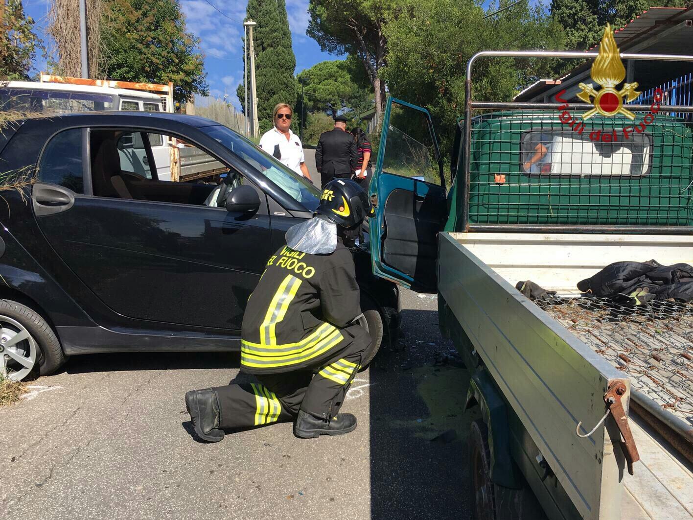 Santa Marinella, incidente tra un'auto ed un Ape