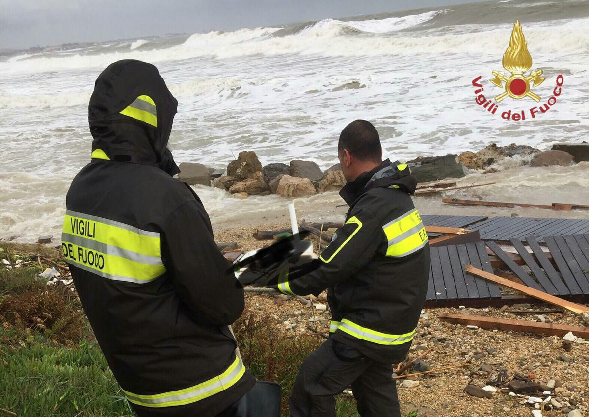 Il mare restituisce il cadavere di una persona in una spiaggia di Santa Marinella