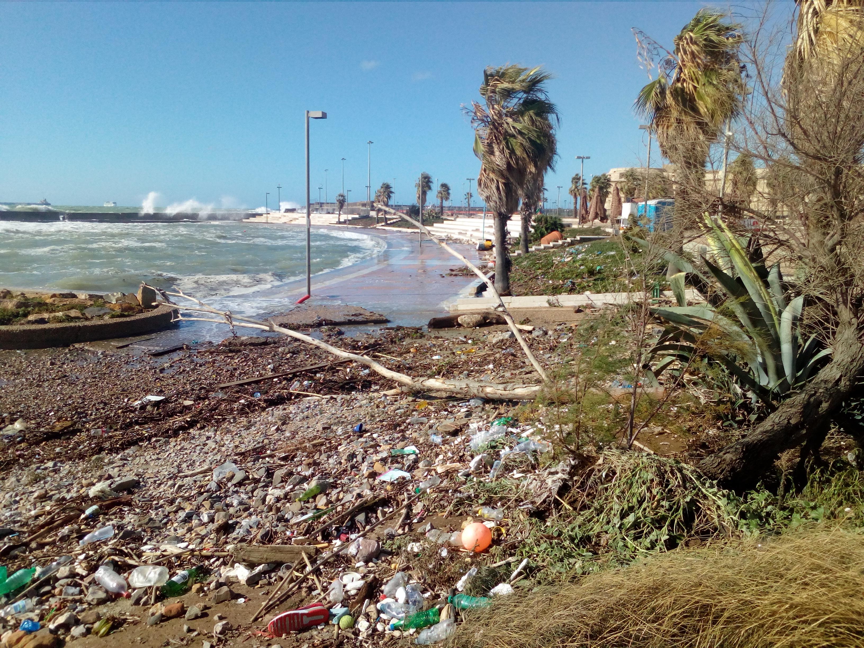 """Piendibene (PD), alla Marina di Civitavecchia: """"Barriera soffolta o scogliera frangiflutti?"""""""